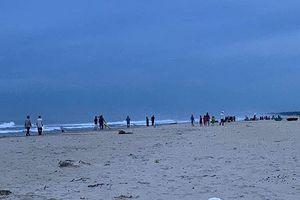 Hai học sinh mất tích khi tắm biển, một thi thể trôi dạt vào Quảng Nam