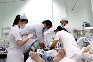'Bác sĩ không cẩn thận sẽ đi tù thì chỉ chết người bệnh'