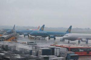 Ảnh hưởng của bão, hàng loạt chuyến bay bị hủy, điều chỉnh