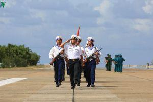 Lễ chào cờ và lời thề thiêng liêng của chiến sĩ Trường Sa