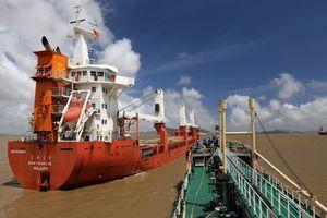 Bất chấp lệnh trừng phạt của Mỹ, dầu thô Iran ồ ạt đổ vào Trung Quốc