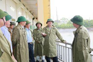 Bí thư Thành ủy Hoàng Trung Hải: Ứng trực 24/24h đảm bảo tiêu, thoát nước nhanh nhất khi có mưa lớn