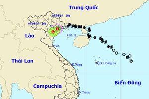 Bão suy yếu thành áp thấp nhiệt đới, Bắc Bộ và Bắc Trung Bộ mưa lớn