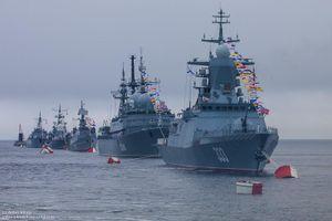 Ảnh đẹp duyệt binh Hải quân Nga mà Việt Nam góp mặt