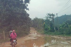 Hà Giang: Kì lạ con đường biến thành 'ao', người dân đi lại 'bì bõm'