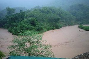 Thanh Hóa: Bão số 3 làm nhiều tuyến đường tê liệt, nước lũ cuốn 1 người mất tích