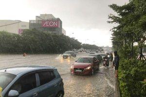 Kiếm bạc triệu nhờ 'giải cứu' ô tô, xe chết máy sau bão số 3 ở Hà Nội