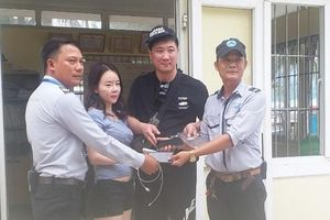 Trả tài sản gần 50 triệu đồng cho du khách Hàn Quốc thất lạc tại biển Đà Nẵng