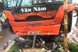 Khoảnh khắc xe khách lao vào chợ Chư Sê (Gia Lai), 5 người thương vong