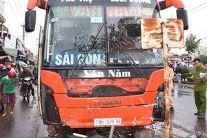 Giây phút xe khách tông 5 người thương vong qua lời kể của nhân chứng
