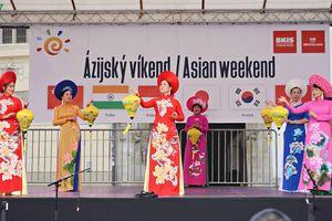 Việt Nam tỏa sáng tại lễ hội văn hóa châu Á 2019 ở Bratislava