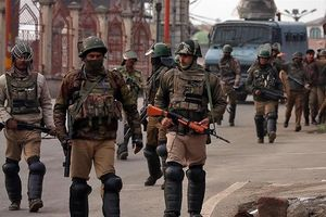 Hàng chục nghìn người Ấn Độ sơ tán khỏi Kashmir vì lo sợ khủng bố