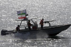 Iran bắt tàu nước ngoài chở 700.000 lít dầu tại vịnh Ba Tư