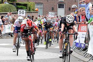 Tay đua Nguyễn Thị Thật giành ngôi á quân giải xe đạp Erondegemse Pijl Bỉ