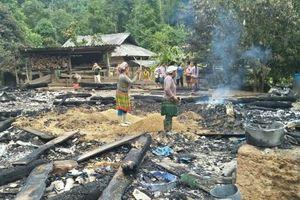 Điện Biên: Căn nhà gỗ bị cháy rụi do trẻ nghịch lửa