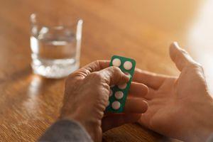 Có nên uống aspirin để phòng ngừa bệnh tim mạch và đột quỵ?