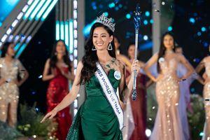 Lương Thùy Linh đăng quang Miss World Việt Nam nhờ ứng xử tự tin