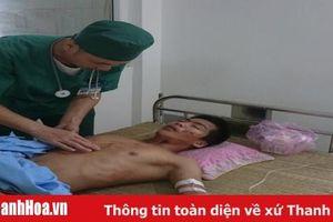 Bệnh viện Đa khoa huyện Quan Sơn tập trung cấp cứu người bị thương do mưa lũ