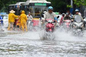 Hà Nội: Mưa bão số 3 khiến một số tuyến phố chìm trong biển nước