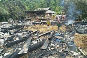 Trẻ nghịch lửa khiến một nhà dân bị cháy rụi