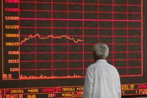 Cổ phiếu toàn cầu 'nhuốm máu' khi TQ trả đũa Mỹ, phá giá đồng tệ