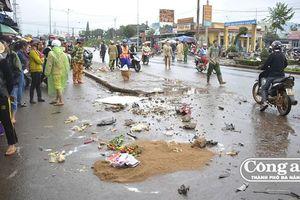 Vụ xe khách lao vào chợ ở Gia Lai: Hiểm họa từ việc họp chợ nơi lòng, lề đường