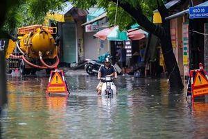 Sau bão số 3, hàng trăm hộ dân Hà Nội vẫn chịu cảnh ngập lụt