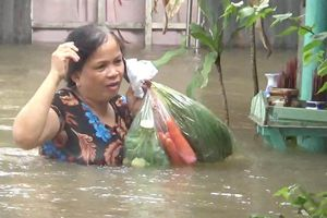 Người Phú Quốc khổ vì nước ngập ngang ngực, phải di tản đồ đạc
