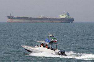 Iran tung video vây bắt tàu buôn lậu dầu trên Vịnh Ba Tư