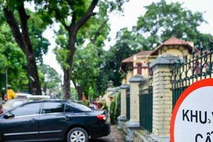 Hà Nội: CSGT xử lý hàng loạt ô tô dừng đỗ không đúng nơi quy định, cẩu nhiều xe về trụ sở