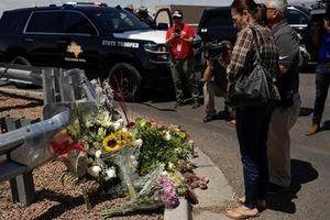 Xả súng liên hồi ở Mỹ khiến chính giới cũng 'bừng lửa'