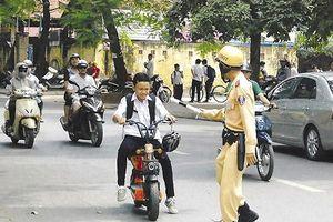 Thiếu nữ xúc phạm lực lượng Công an bị xử phạt