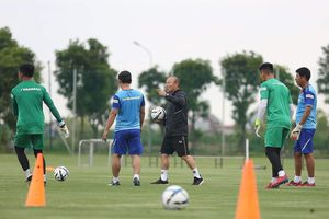 Ông Park hủy trận đấu tập của U-22 Việt Nam, chờ gặp Kitchee