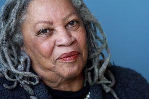 Toni Morrison - nữ văn sĩ da màu nhận giải Nobel đã qua đời