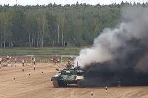 Xe tăng T-72 của đội Iran bốc cháy trên đường đua ở Nga
