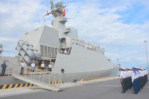 Tàu hộ vệ tên lửa Quang Trung về quân cảng sau hải trình 4.600 hải lý
