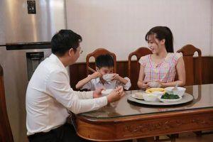 Hé lộ những hình ảnh trong MV 'Tình cha nghĩa mẹ' của nhạc sĩ Trần Hùng