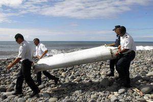 Bí ẩn sự mất tích của MH370: Mảnh vỡ máy bay hé lộ điều 'khủng khiếp' và dấu vết tìm manh mối