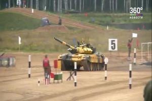 Xe tăng T-72B3 của đội Việt Nam đua tốc độ tại Tank Biathlon