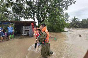 Đường lớn, hẻm nhỏ Phú Quốc chìm trong biển nước