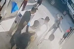 Học sinh bị bỏ quên trên xe buýt trường Gateway tử vong trước khi được đưa đến viện
