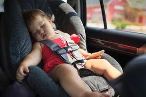 Làm sao để bảo vệ trẻ em khỏi bị ngạt trong ôtô?
