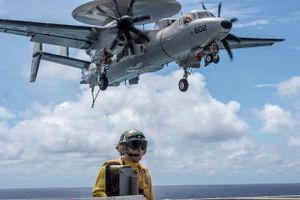 Xem tàu sân bay Mỹ huấn luyện, phô trương sức mạnh trên Biển Đông