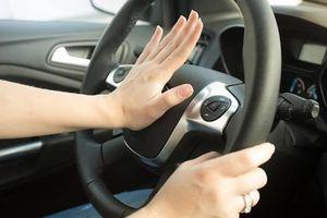 Có thể chết trong 10 phút nếu bị bỏ quên trên ô tô, dạy trẻ kỹ năng thoát hiểm ra sao?