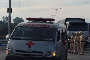 Va chạm với xe cứu thương chở quan tài, đôi nam nữ nguy kịch