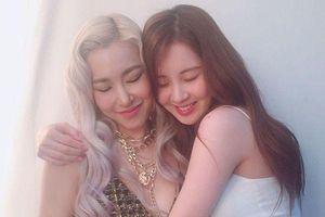 Cộng đồng SONE xúc động vỡ òa trước hình ảnh Seohyun - Tiffany tình cảm bên nhau trong hậu trường 'Open Hearts Eve' concert