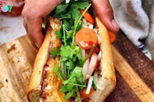 15 người nhập viện nghi ngộ độc do ăn bánh mỳ