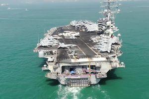 Choáng ngợp với tàu sân bay được ví như 'thành phố nổi' của Mỹ đang hoạt động ở Biển Đông