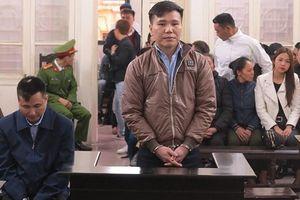 Châu Việt Cường bật khóc khi người mẹ vừa mất được nhắc đến tại phiên tòa