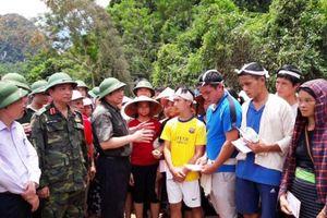 Đồng chí Phạm Minh Chính kiểm tra tình hình khắc phục hậu quả thiên tai